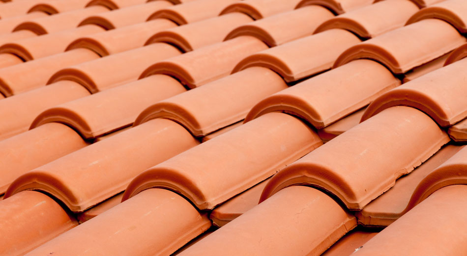Telhas Cerâmicas, Concreto, Fibra Vegetal, Fibrocimento, Vidro, Esmaltadas, Galvanizadas, Térmicas e Translúcidas.